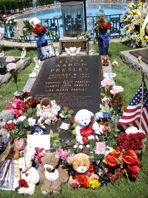 Elvis Presly's Graceland - 8-9-09 013 grave -teddybears
